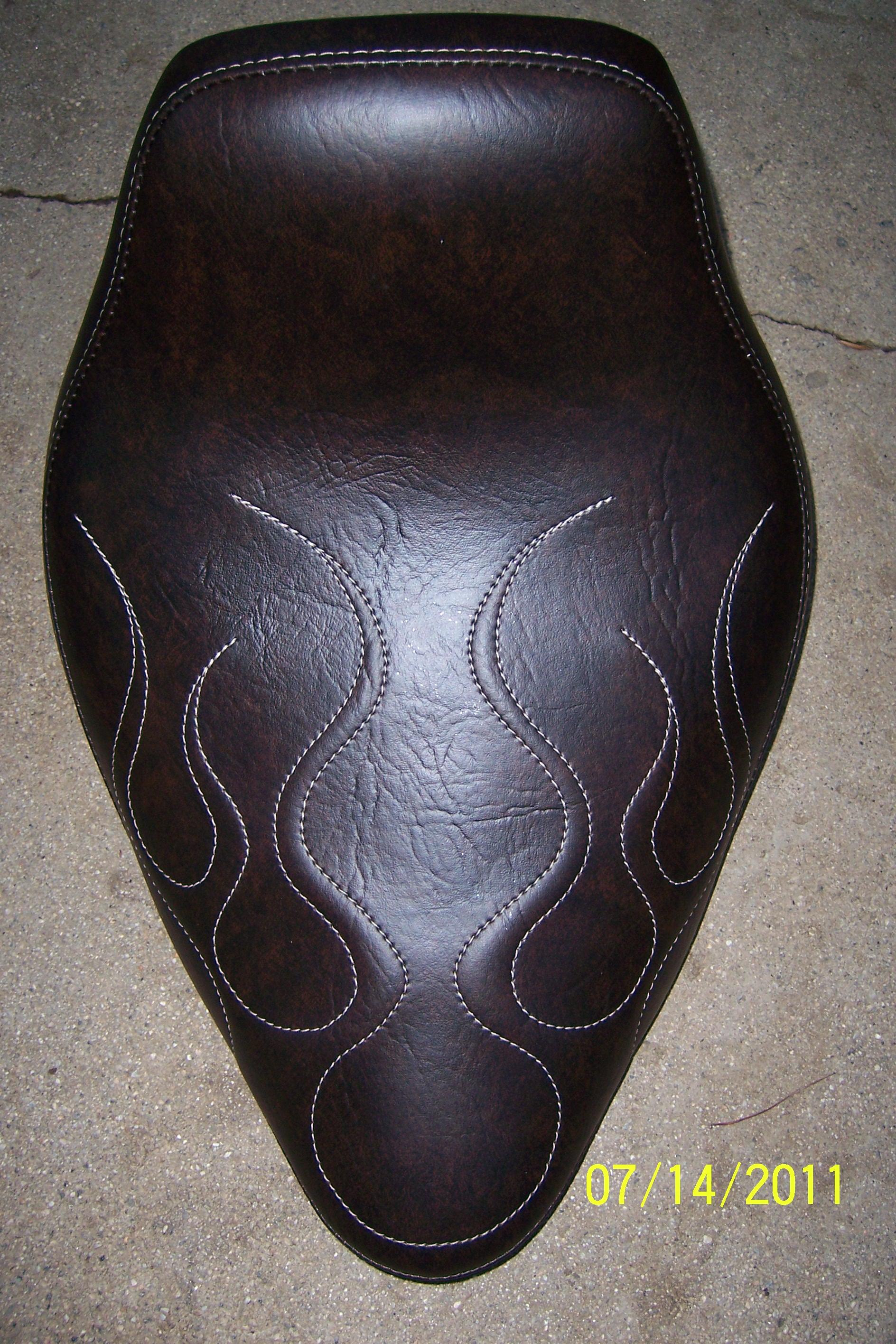 Solo Seat Softail Dark Brown Distressed